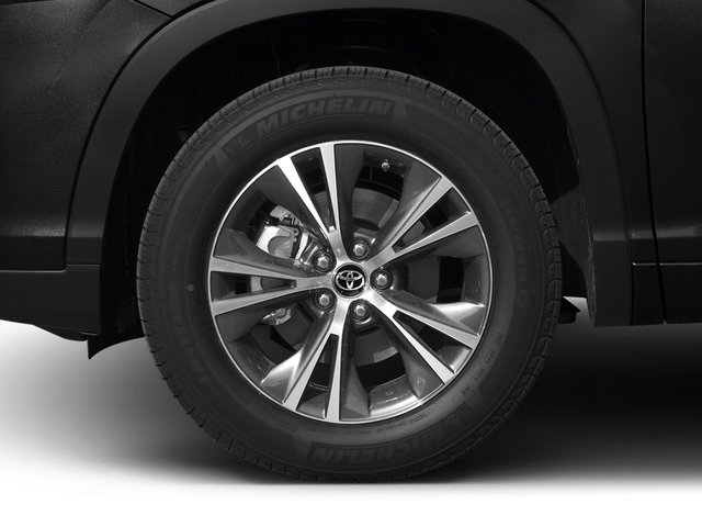 2017 Toyota Highlander Prices and Values Utility 4D LE Plus 2WD V6 wheel