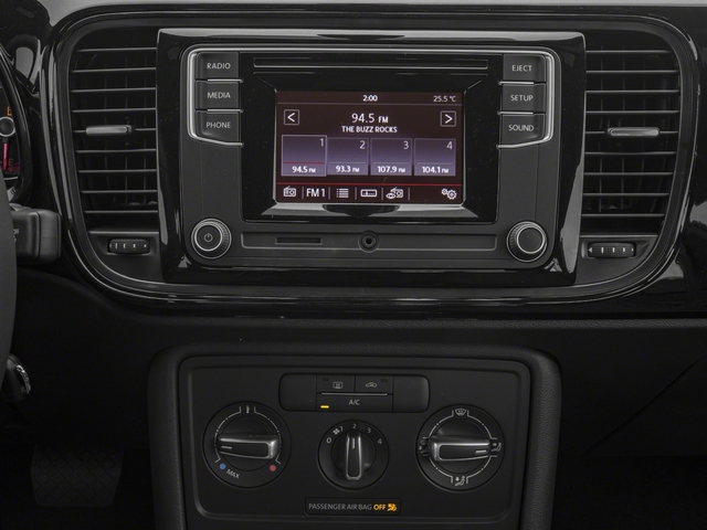 2017 Volkswagen Beetle Pictures Beetle 1.8T SE Auto photos stereo system