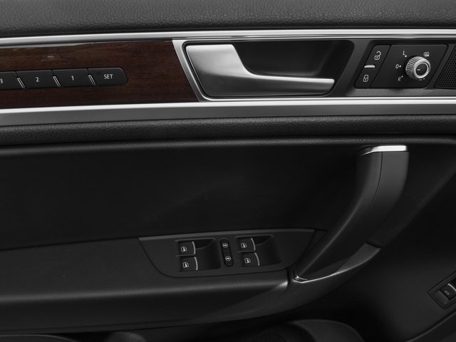 2017 Volkswagen Touareg Pictures Touareg V6 Wolfsburg Edition photos driver's side interior controls