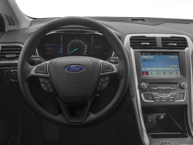 2018 Ford Fusion Pictures Fusion SE FWD photos driver's dashboard