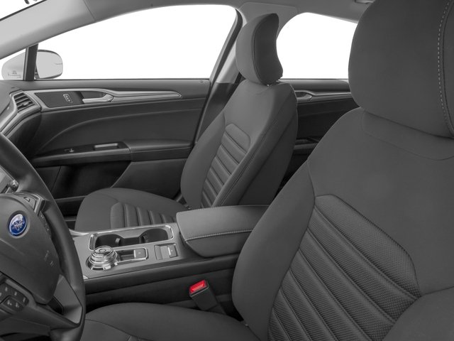 2018 Ford Fusion Pictures Fusion SE FWD photos front seat interior