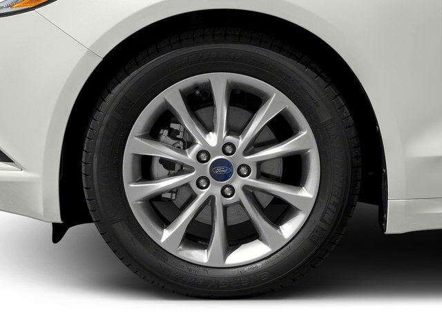 2018 Ford Fusion Pictures Fusion SE FWD photos wheel