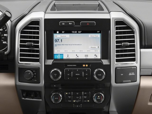 2018 Ford Super Duty F-450 DRW Pictures Super Duty F-450 DRW Crew Cab XLT 4WD T-Diesel photos stereo system