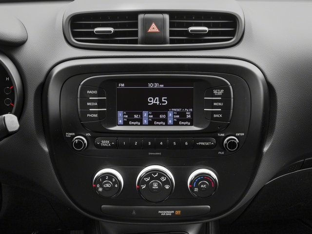 2018 Kia Soul Pictures Soul Base Auto photos stereo system