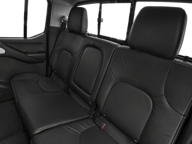2018 Nissan Frontier Pictures Frontier Crew Cab 4x4 PRO-4X Manual photos backseat interior