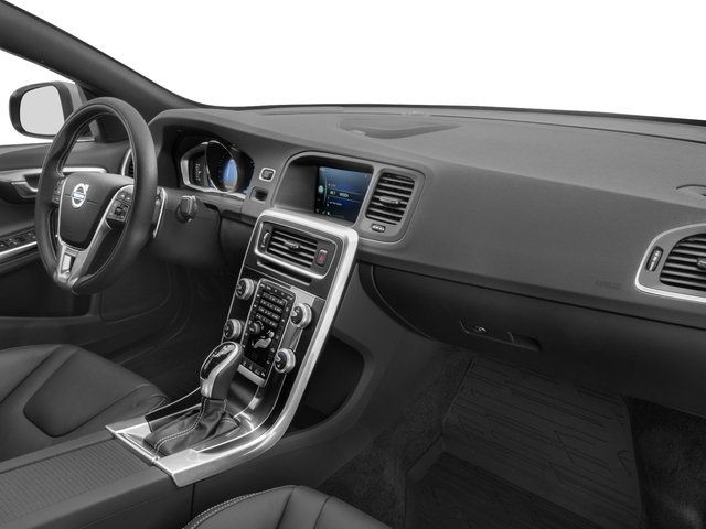 2018 Volvo S60 Pictures T6 Awd R Design Platinum Photos Penger S Dashboard