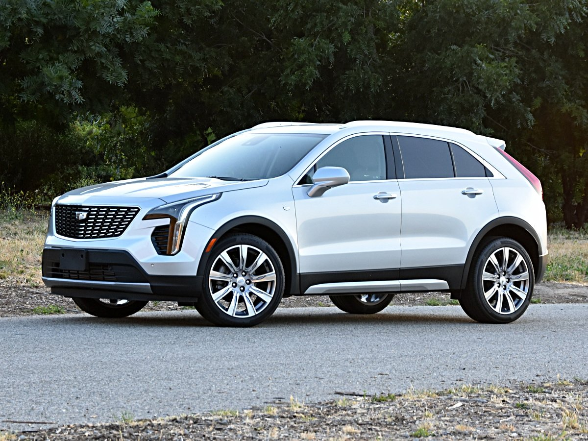 2020 Cadillac XT4 Premium Luxury Silver Front View