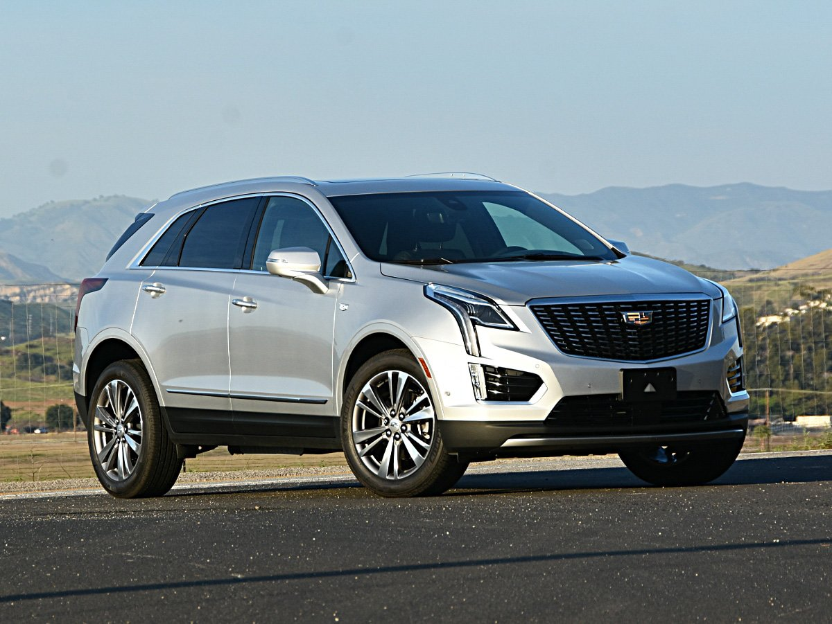 2020 Cadillac XT5 front view in gray