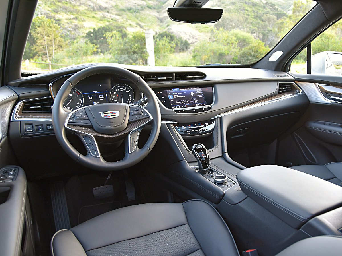 2020 Cadillac XT5 interior dashboard view