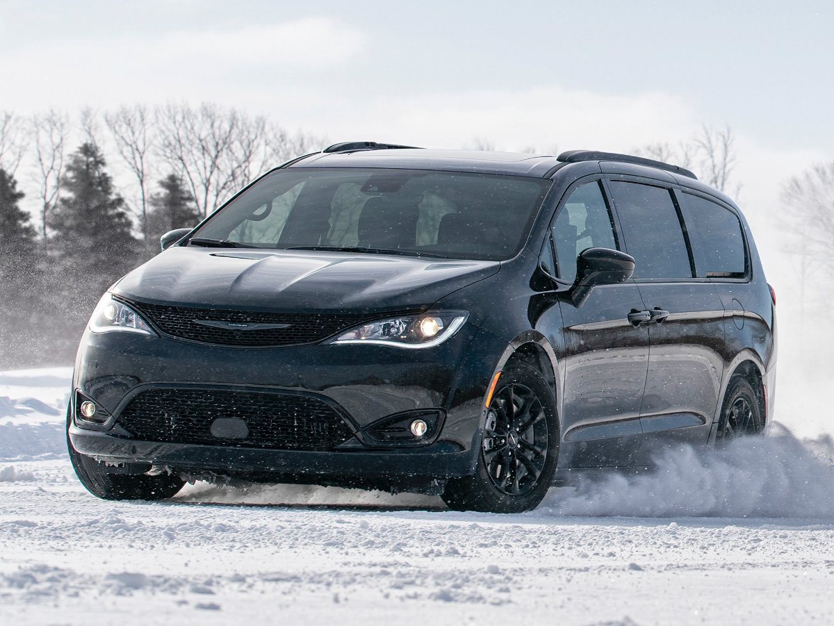2020 Chrysler Pacifica AWD Launch Edition Black Front View