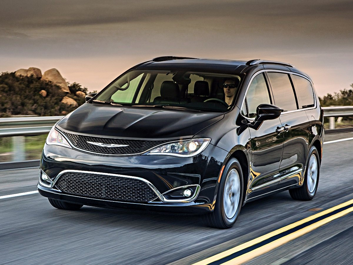 2020 Chrysler Pacifica Touring L Plus Front View