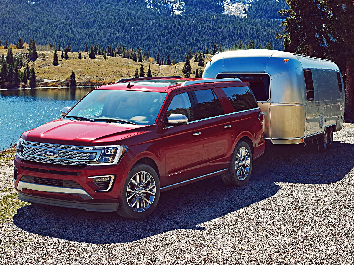 2020 Ford Expedition Towing a Trailer