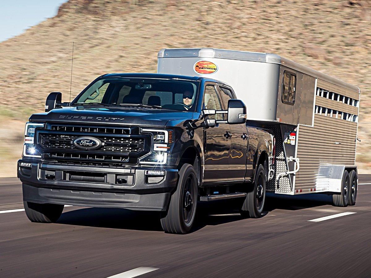 2020 Ford F-250 Crew Cab Towing Fifth Wheel Trailer