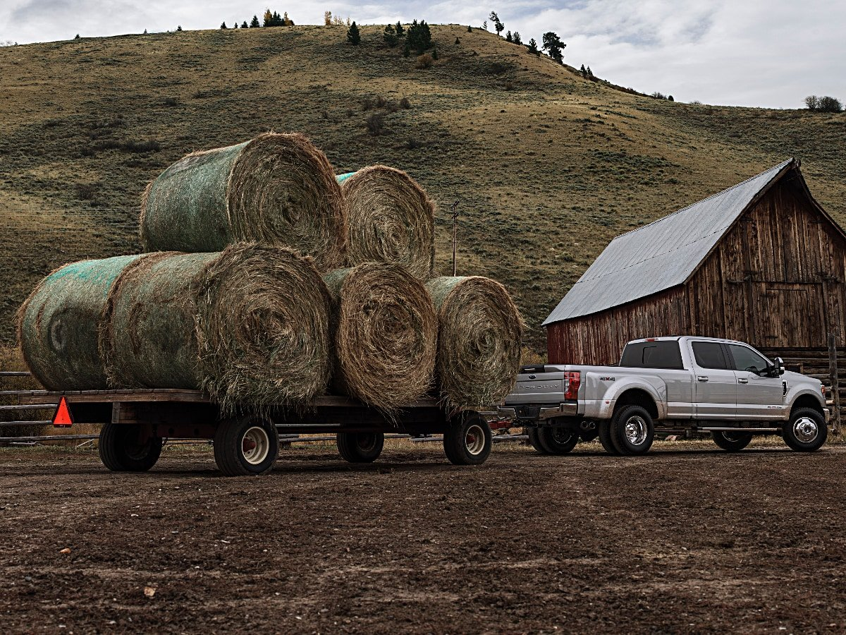 2020 Ford F-350 Super Duty Crew Cab Dually Towing