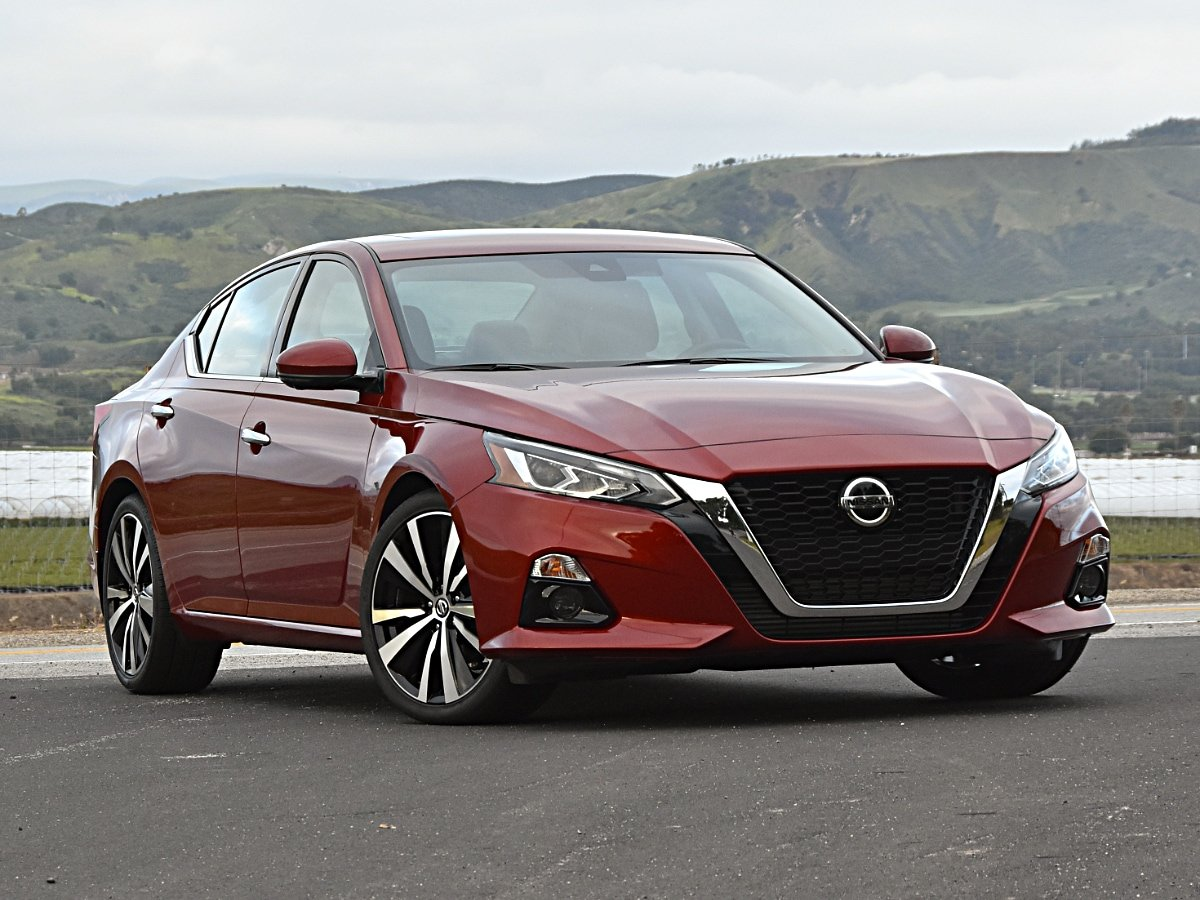 2020 Nissan Altima Platinum VC-Turbo Red Front View
