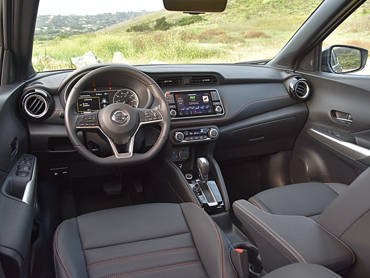 2020 Nissan Kicks SR Dashboard