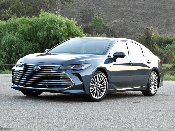 2020 Toyota Avalon XLE Hybrid Harbor Gray Front Quarter