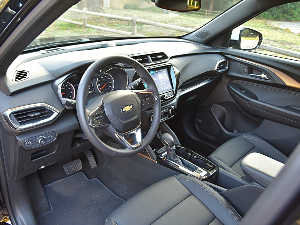 2021 Chevrolet Trailblazer Activ interior dashboard view