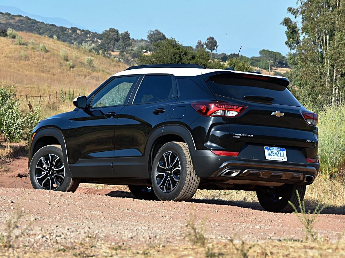 2021 Chevrolet Trailblazer Activ Mosaic Black rear exterior view