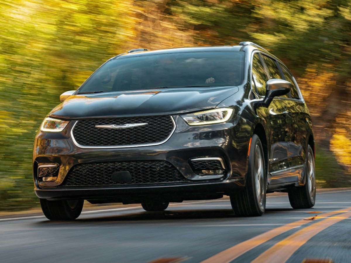 2021 Chrysler Pacifica Pinnacle Front View