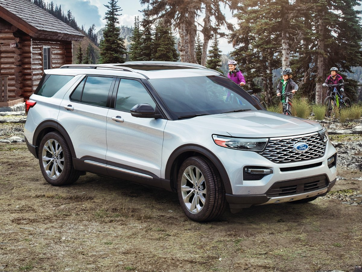 2021 Ford Explorer Platinum White Front Quarter View