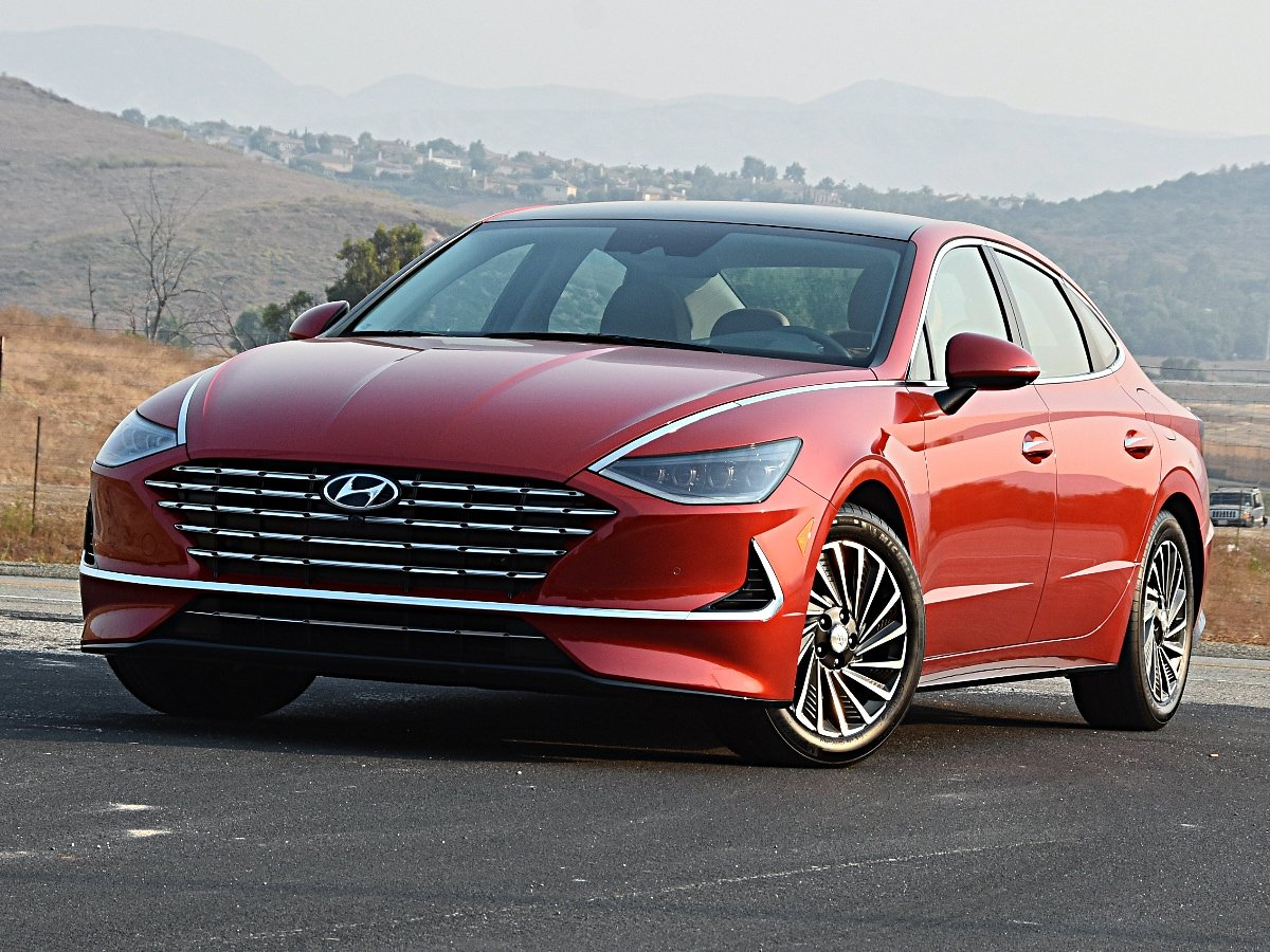2021 Hyundai Sonata Hybrid Limited Red Front Quarter View