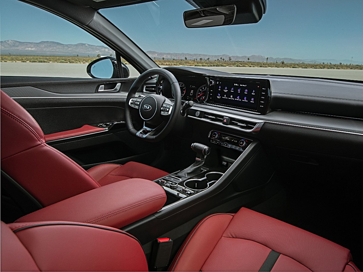2021 Kia K5 GT-Line interior dashboard view