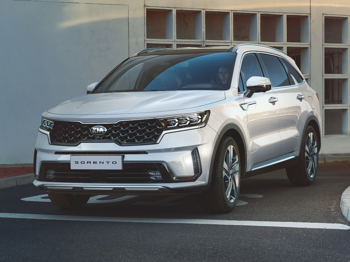 2021 Kia Sorento front view in white