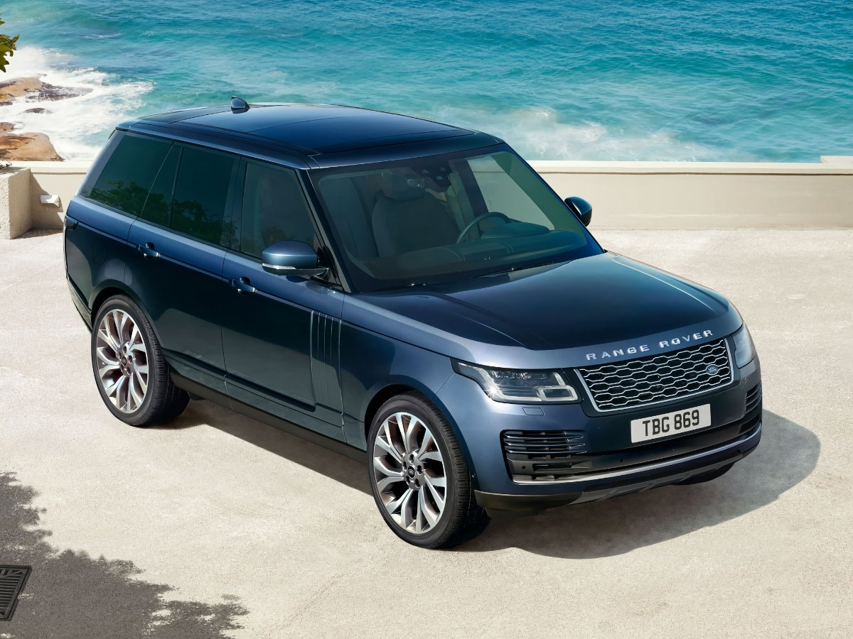 2021 Land Rover Range Rover Front Quarter View