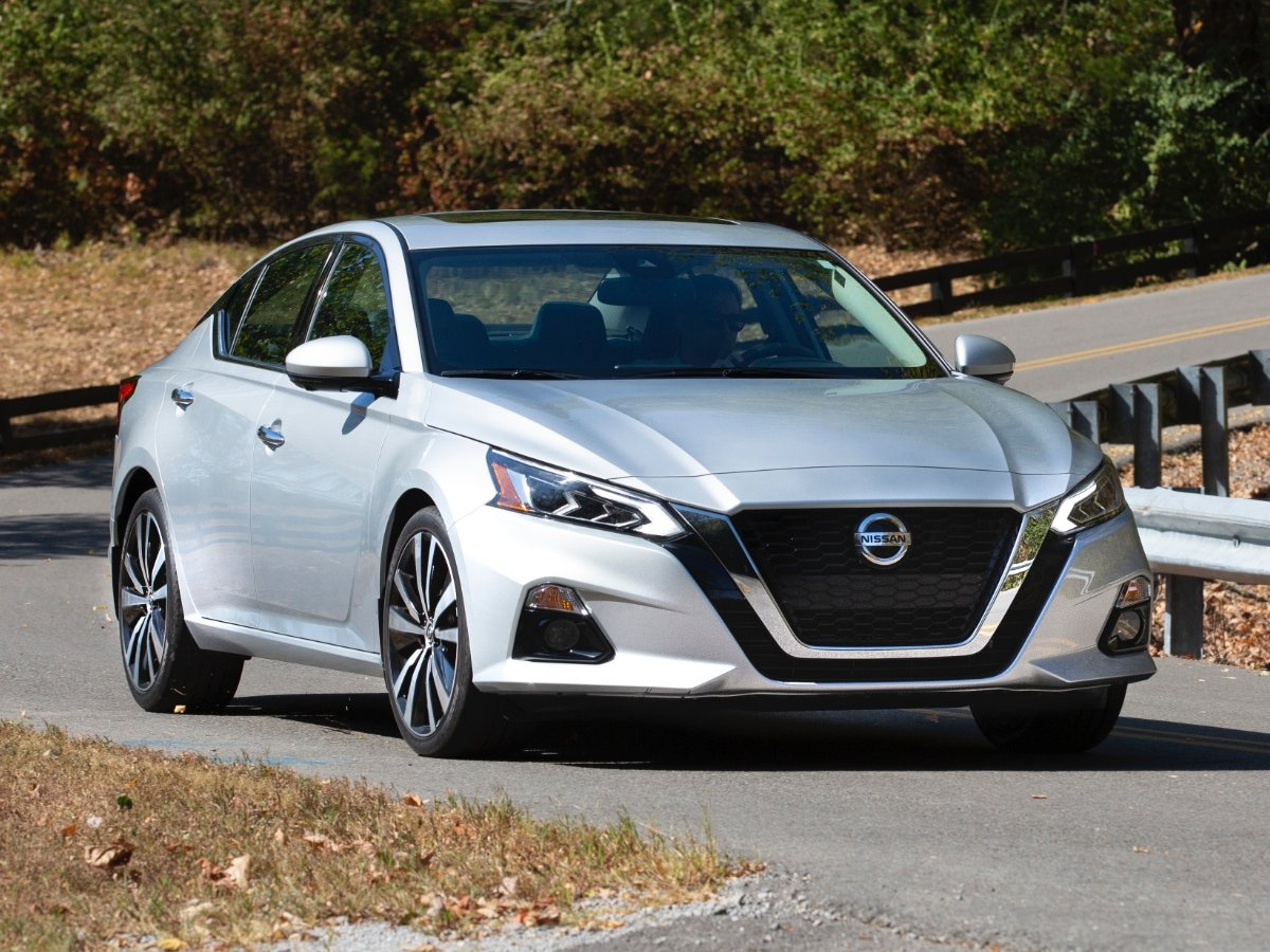 2021 Nissan Altima SR Silver Front View