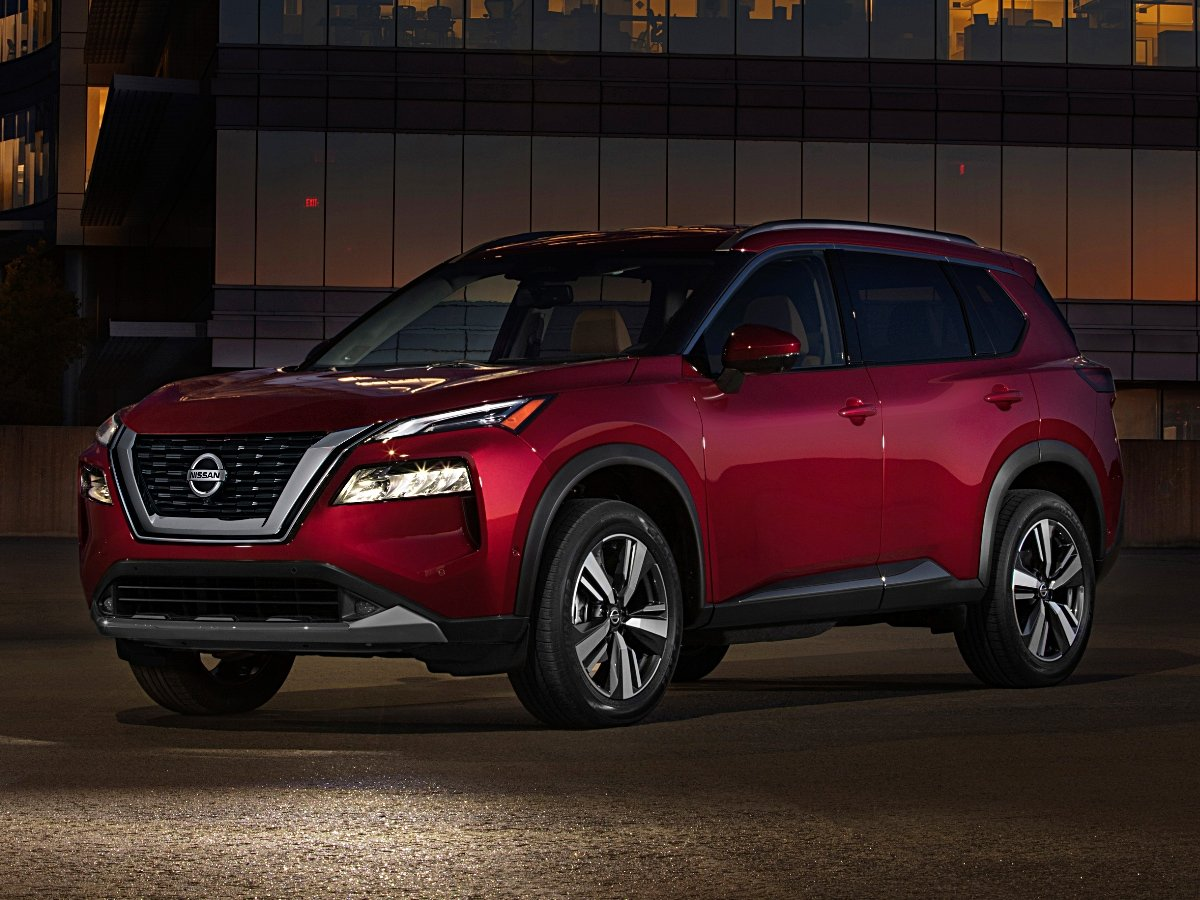 2021 Nissan Rogue Platinum Red Front Quarter View Night