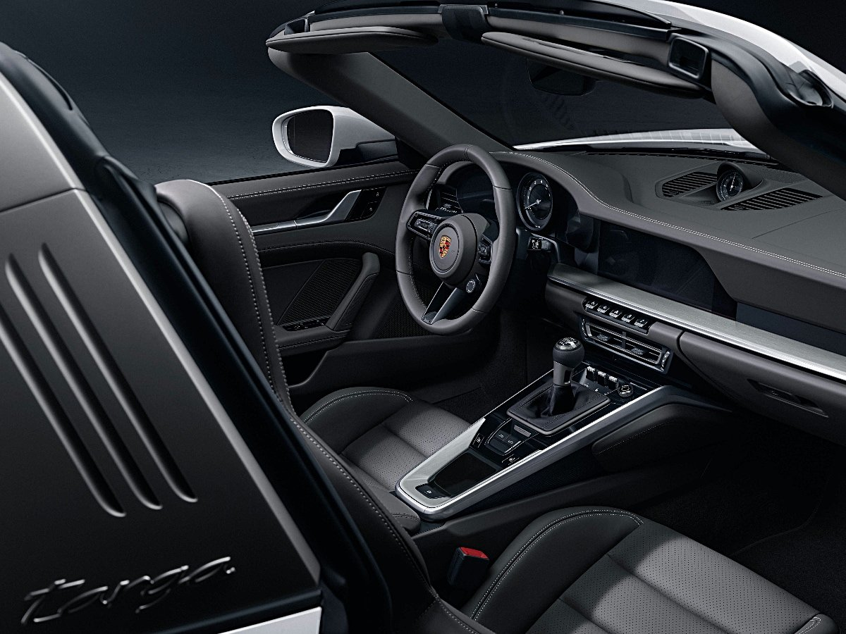 2021 Porsche 911 Targa interior dashboard view