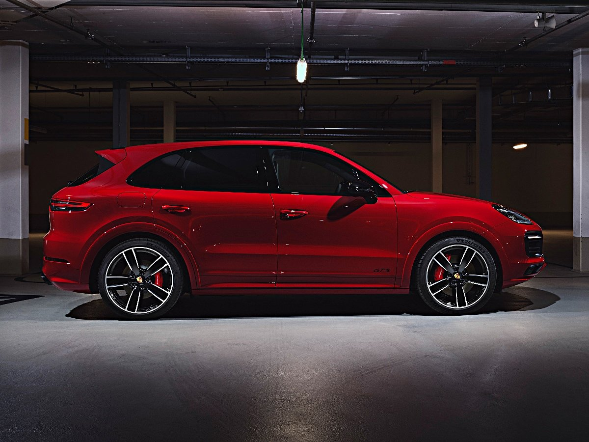 2021 Porsche Cayenne GTS Red Side View
