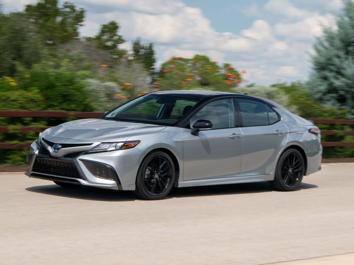 2021 Toyota Camry Hybrid XSE Silver Front View