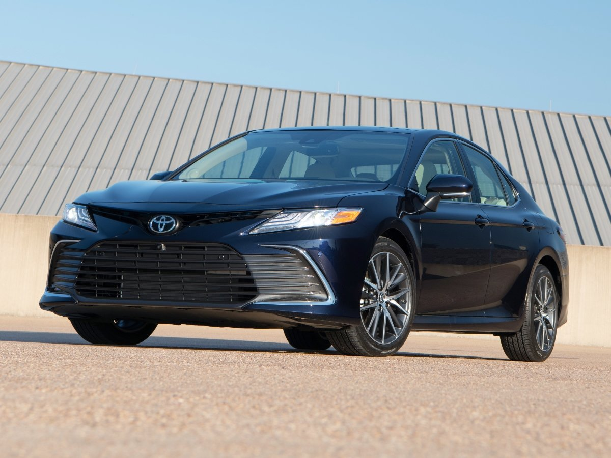 2021 Toyota Camry XLE Blue Front Quarter View