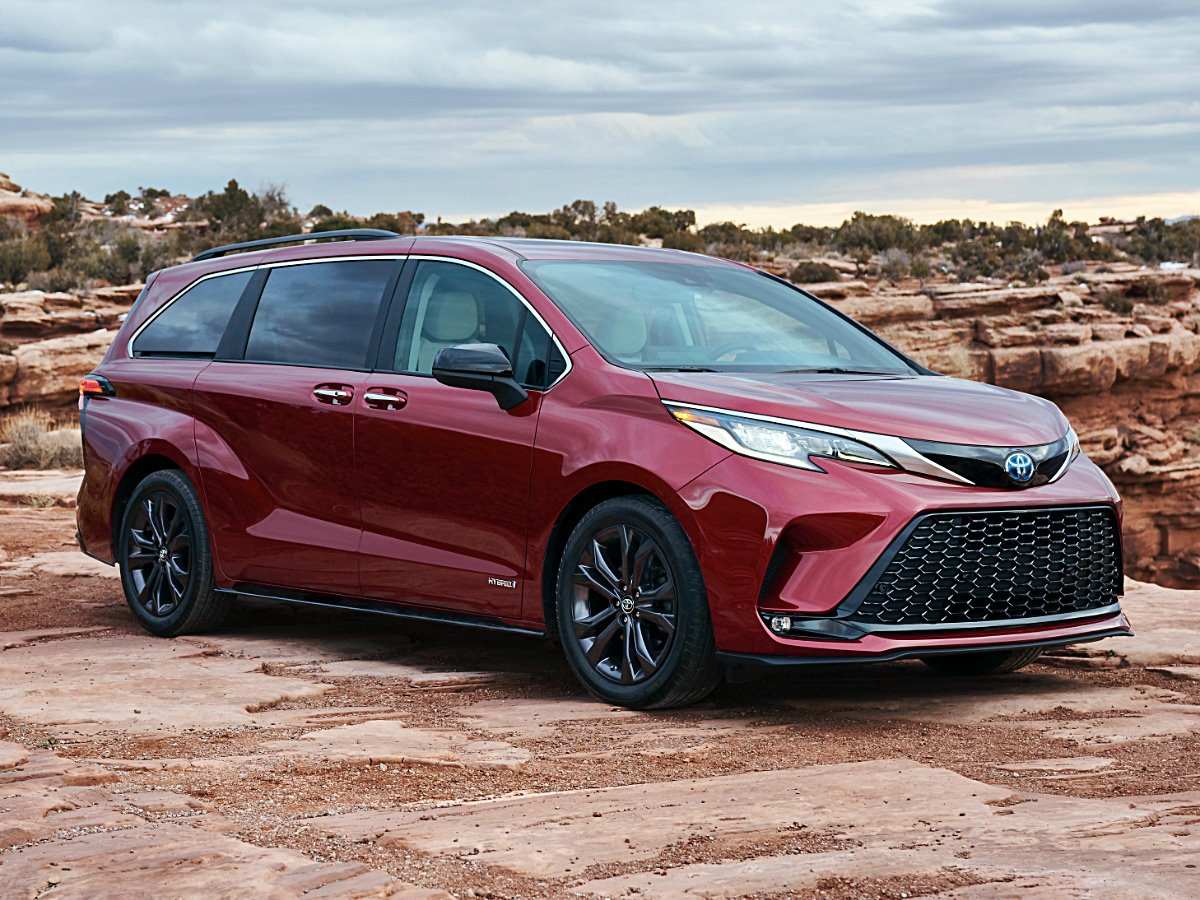 2021 Toyota Sienna XSE exterior front view in red