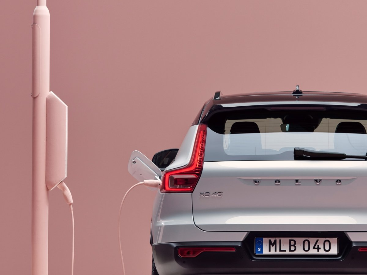 2021 Volvo XC40 Recharge P8 AWD Glacier Silver Charging Station