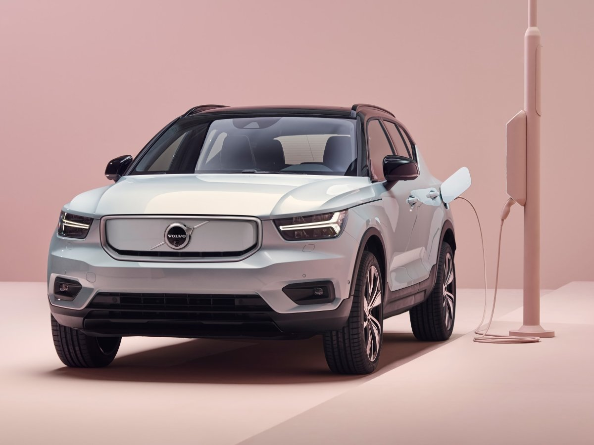 2021 Volvo XC40 Recharge P8 Front View