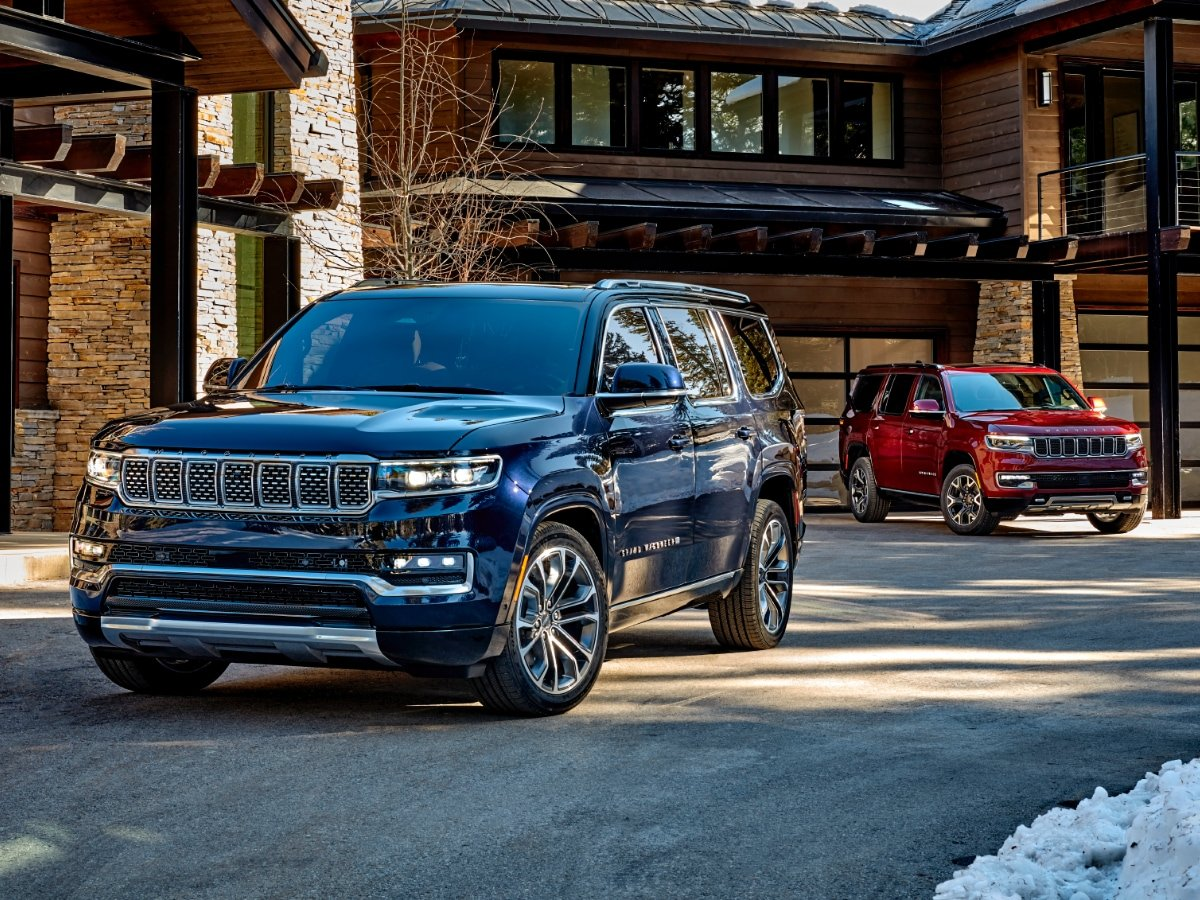 2022 Jeep Grand Wagoneer Blue and 2022 Jeep Wagoneer Red Front View