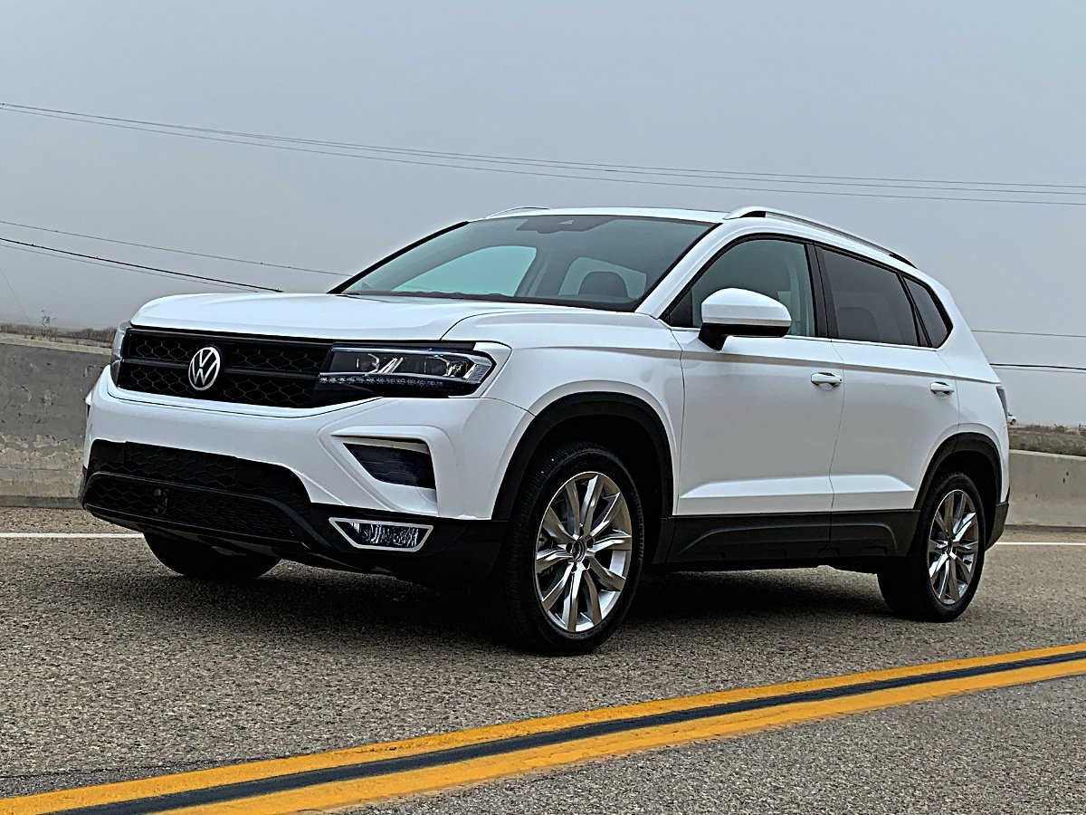 2022 Volkswagen Taos White Front Quarter View