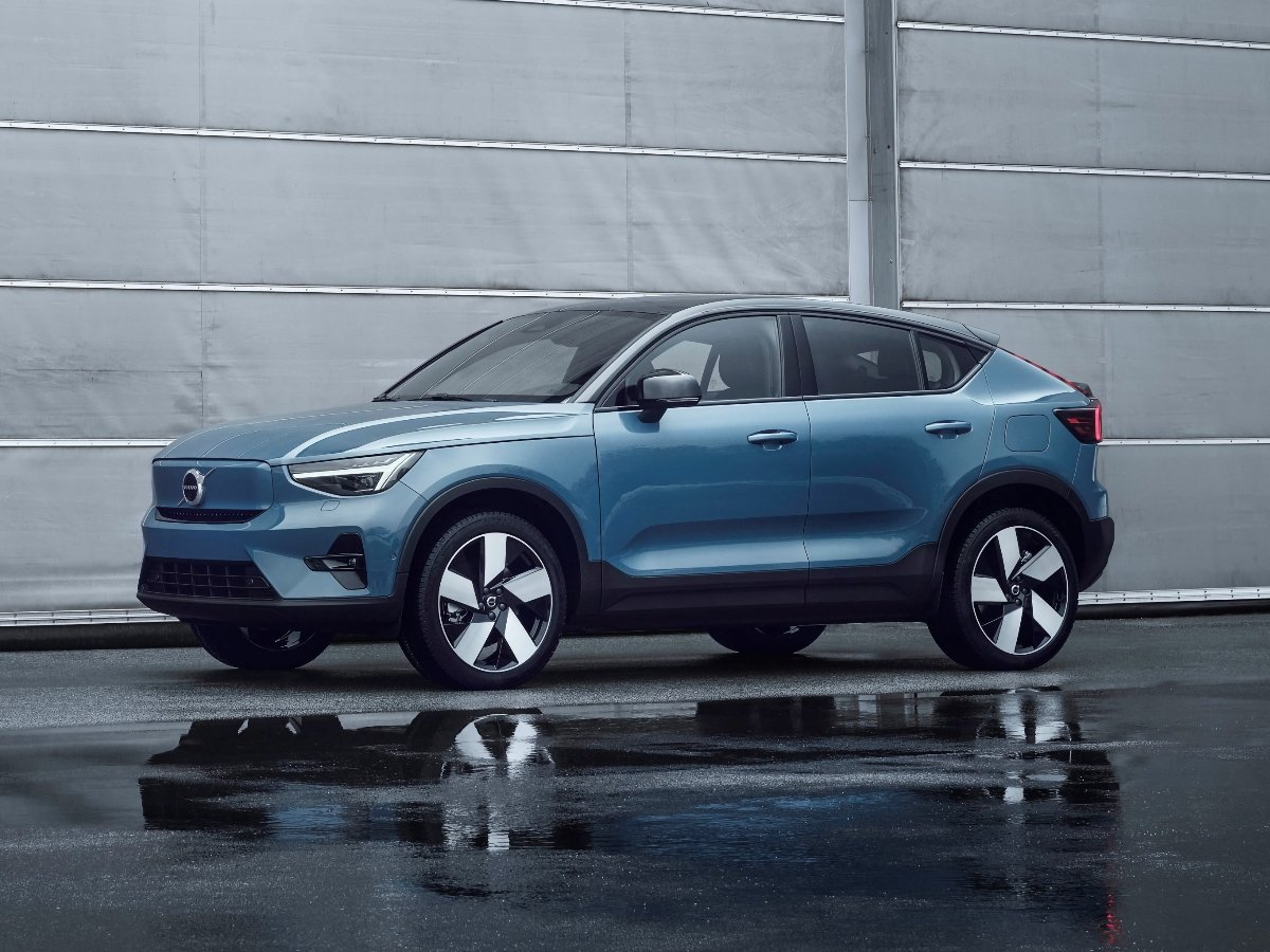 2022 Volvo C40 Recharge Fjord Blue Front Quarter View