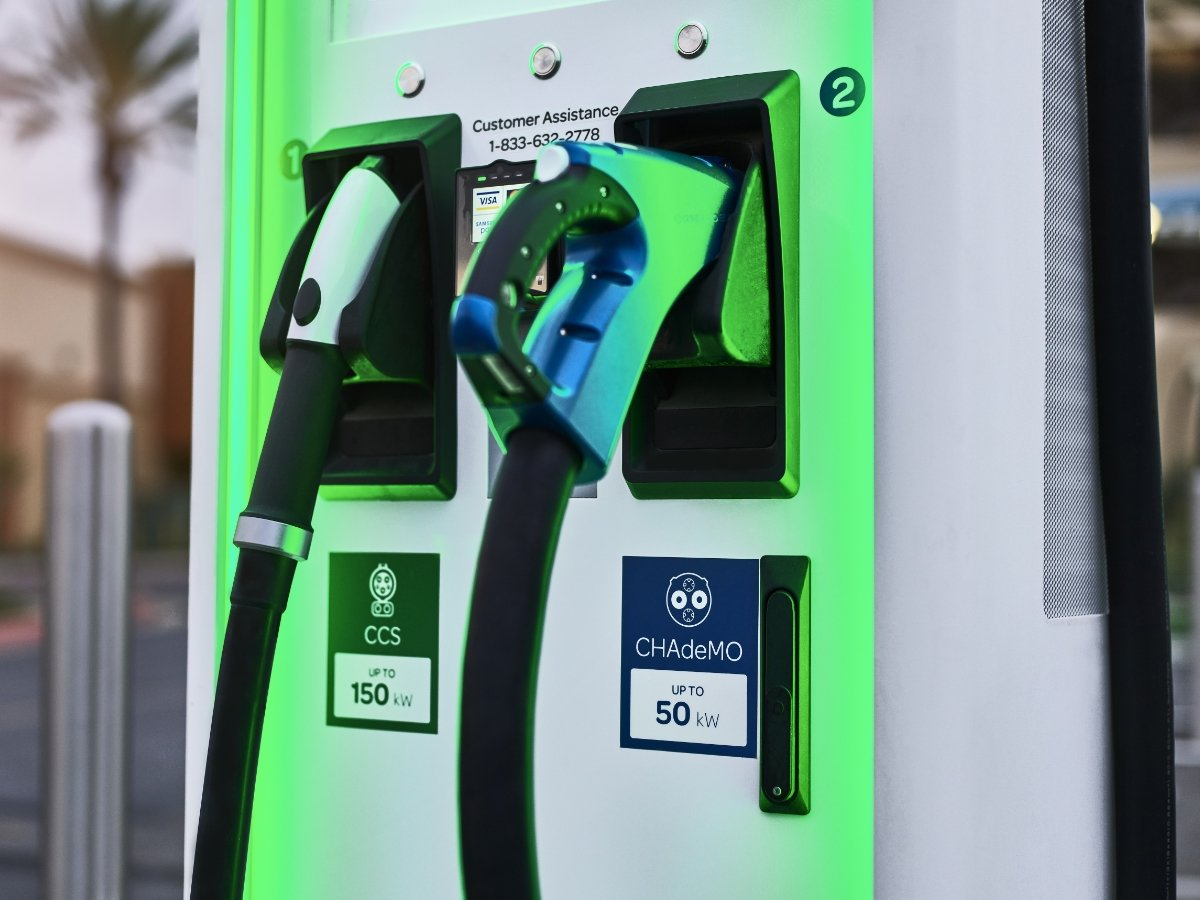 DC Fast Charger CCS and CHAdeMO Connectors