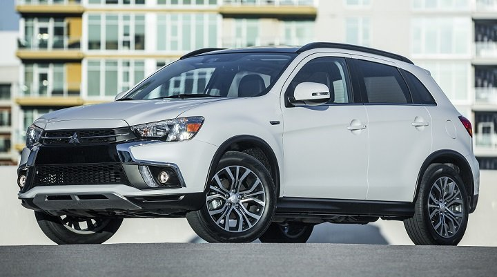 2018 Mitsubishi Outlander Sport front quarter left photo