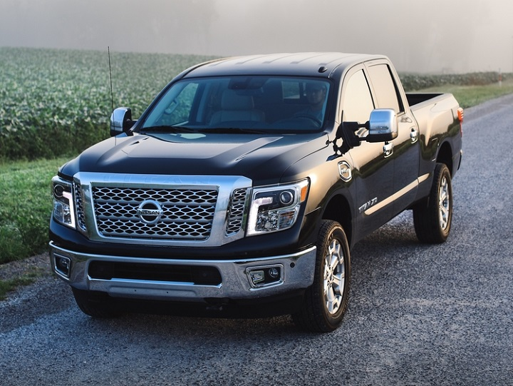 2018 Nissan Titan XC front quarter left photo