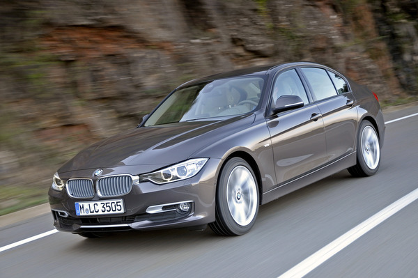 2013 bmw 320i xdrive features