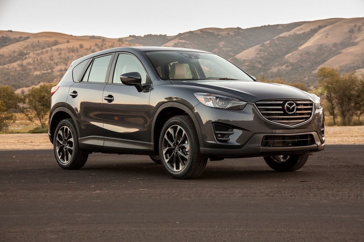 The 2016 Mazda Cx 5 Is A Compact Crossover Suv Designed To Hold Five People For New Model Year It Receives Design Comfort Technology