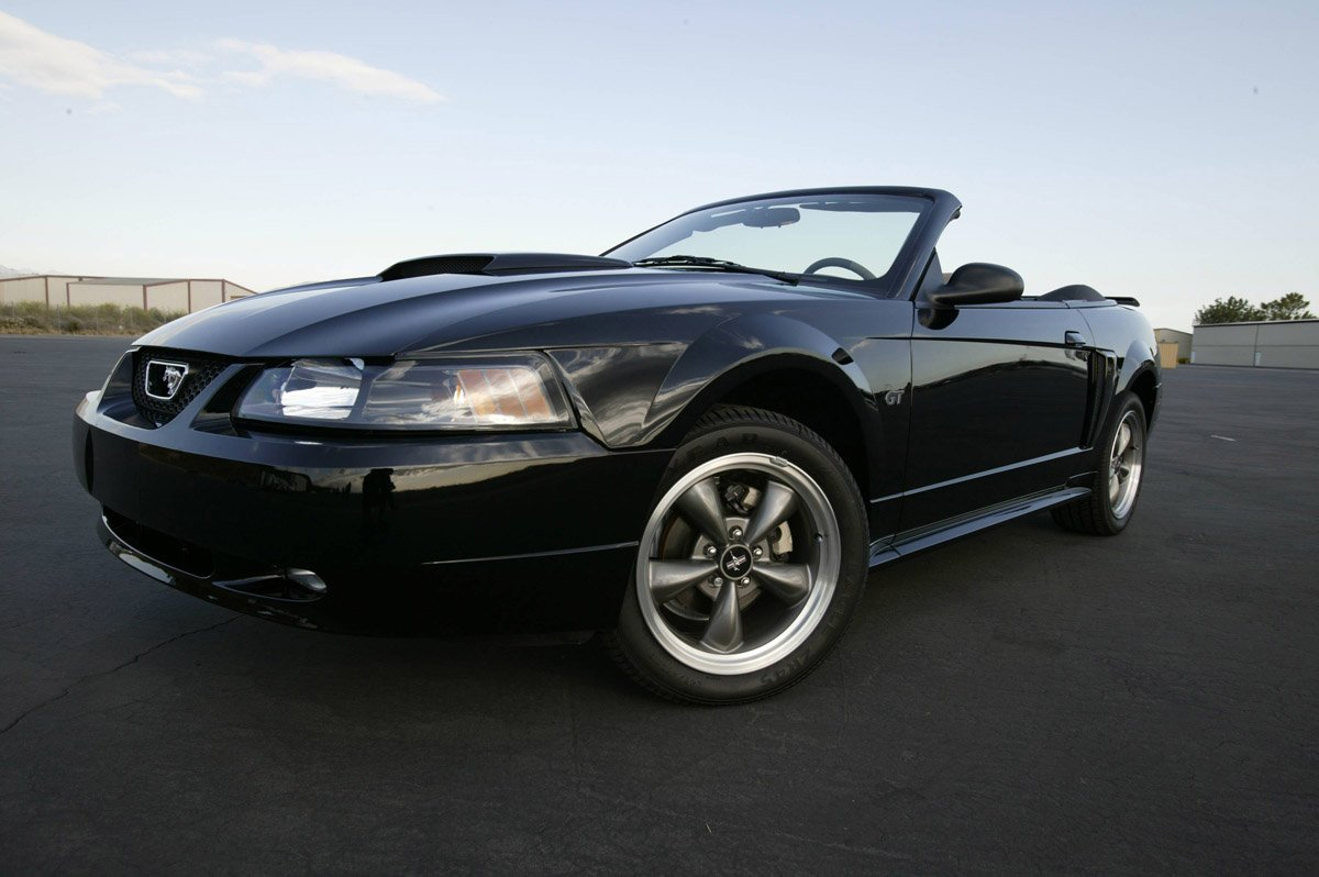 2003 2004 Ford Mustang
