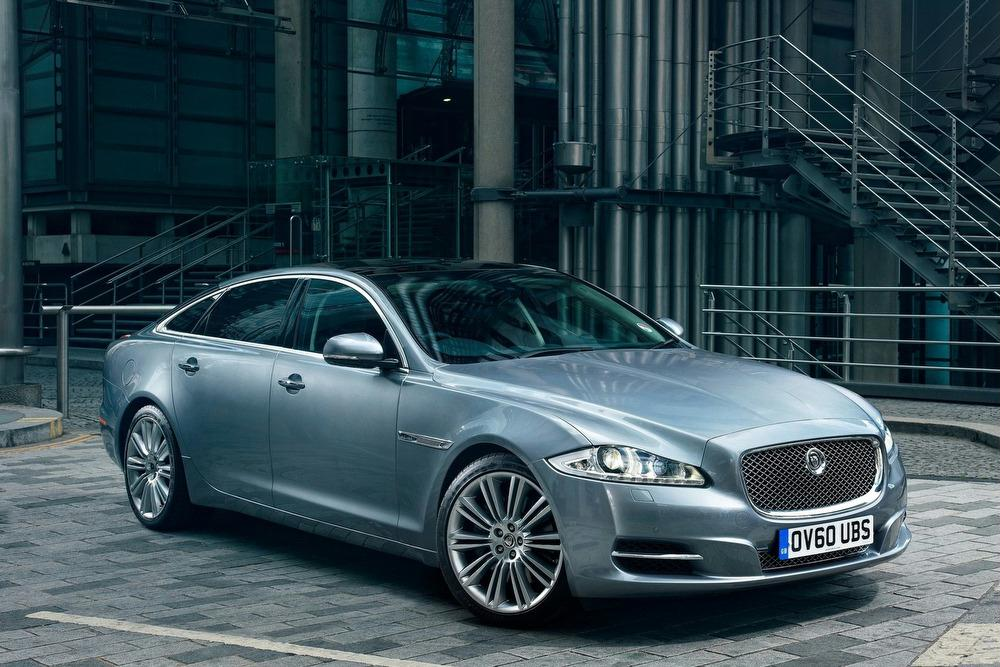 The Jaguar XJ Is A Full Size Luxury Sedan, The Makeru0027s Flagship Model,  Introduced In 1968. Itu0027s An Official Car Of The British Royal Family And Of  Her ...