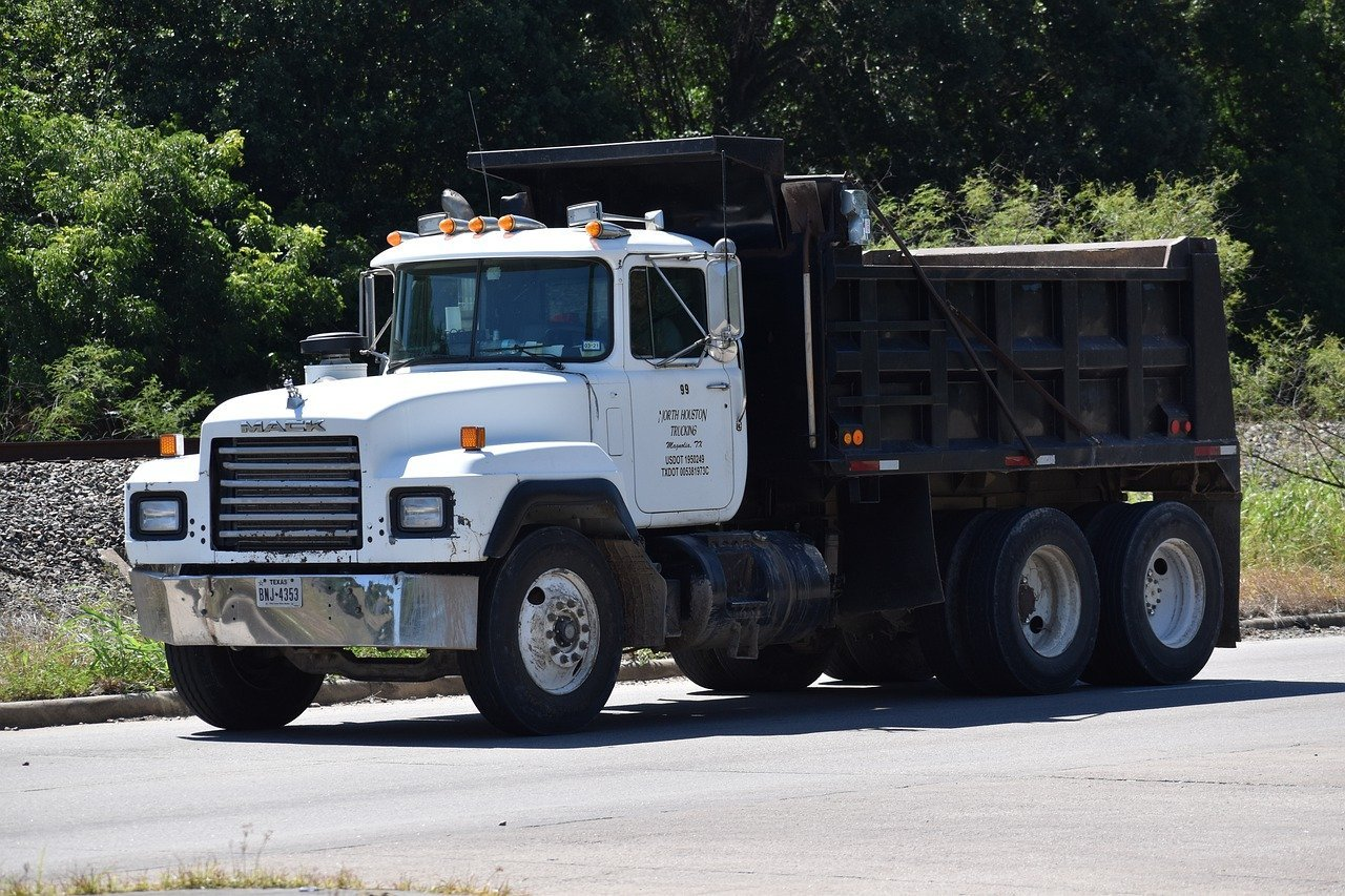 How Many Cubic Yards Are in a Dump Truck?